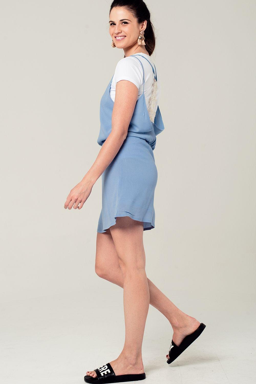 090e9edd98 Vestido corto azul con detalle en la espalda enlarge