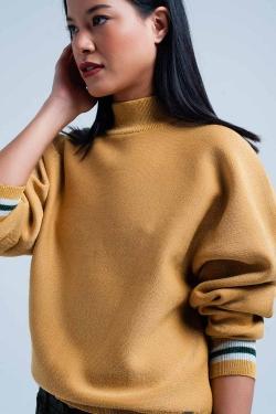 Suéter de color mostaza con brillo y cuello alto