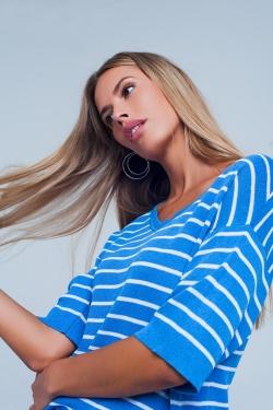 Sueter azul a rayas manga corta y cuello de pico
