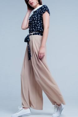 Pantaloni Beige plissettati con allacciatura in vita e fondo ampio