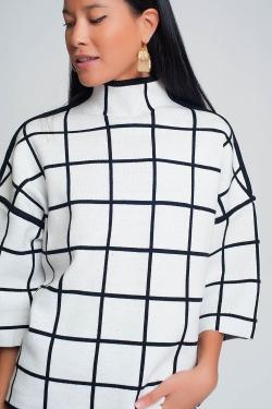 Suéter blanco 3/4 con estampado de cuadros detalle en la manga y cuello alto